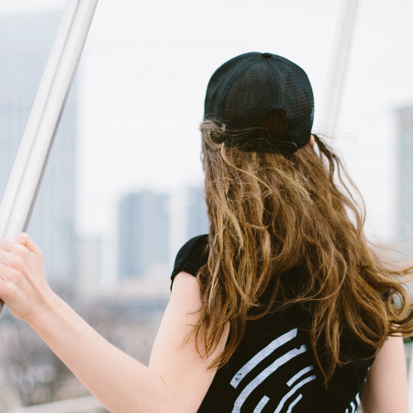 Woman staring at Dallas Skyline in ZYN Appearal